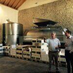 Tobias Hans und Dagmar Heib durften die Spitzenweine vom Ökonomierat Petgen-Dahm probieren. Der Familienbetrieb gehört mit seinen 17 Hektar Rebfläche zu den renommiertesten Betrieben der Mosel