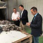 Tobias Hans und Frank Wagner zu Gast bei Alchimea in Bexbach. Das Unternehmen produziert hochwertige Naturfaser-Dämmstoffe und Natur-Farben