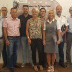 Raphael Schäfer, Frank Wagner, Alexander Zeyer, Ruth Wagner und Stefan Thielen informiert sich vor Ort über die Arbeit im Dezernat Cybercrime