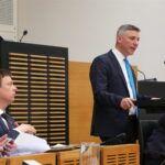 Diskussion um Lehrer-Stellen: Bildungsminister muss liefern