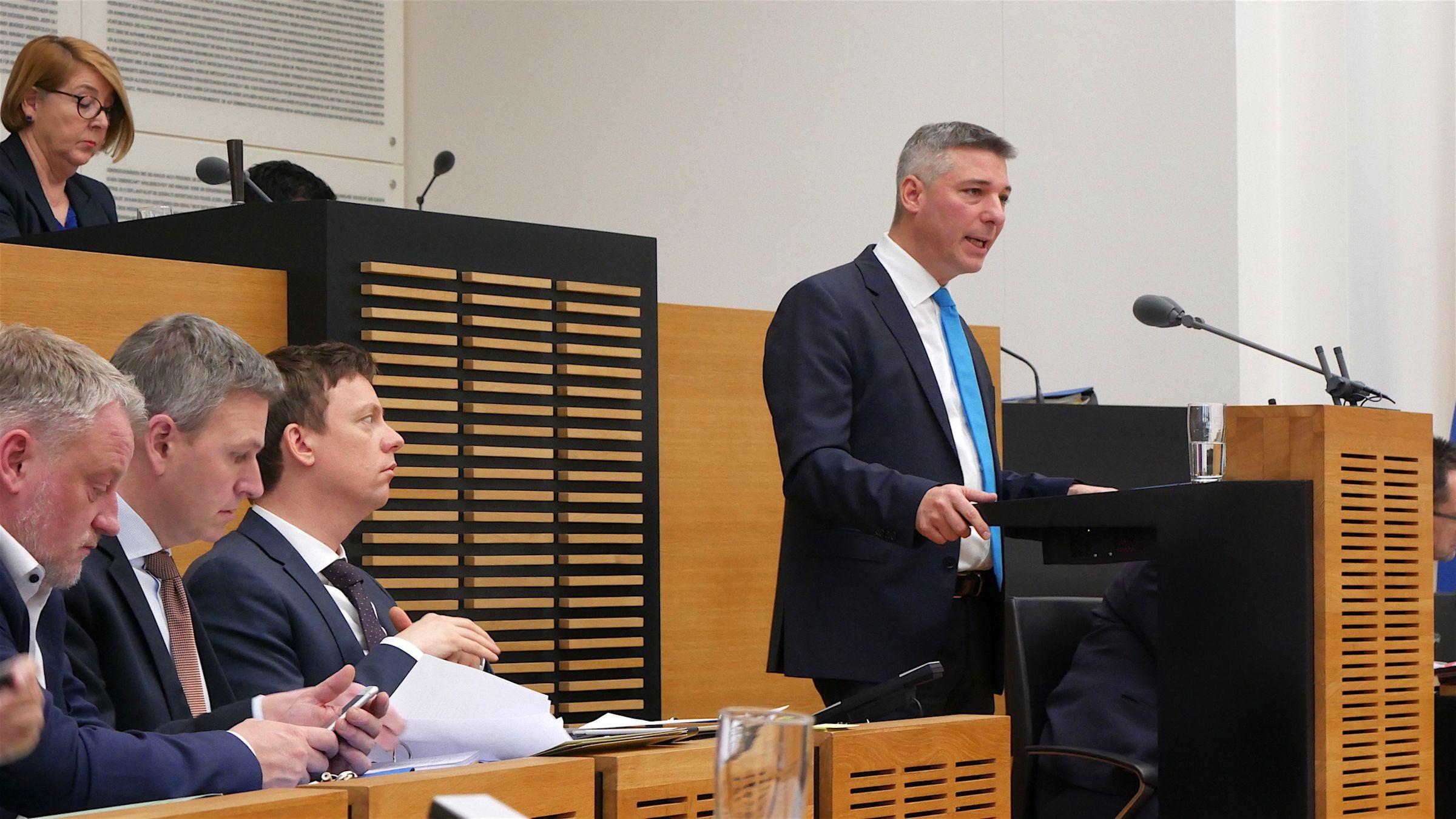 CDU Fraktion des Saarlandes: Diskussion um Lehrer-Stellen: Bildungsminister muss liefern